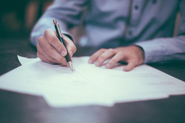 vertrag-unterzeichnen